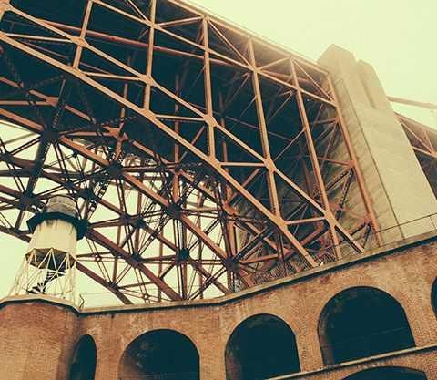 Loft-building-bridge